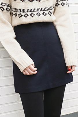 holder  button, skirt