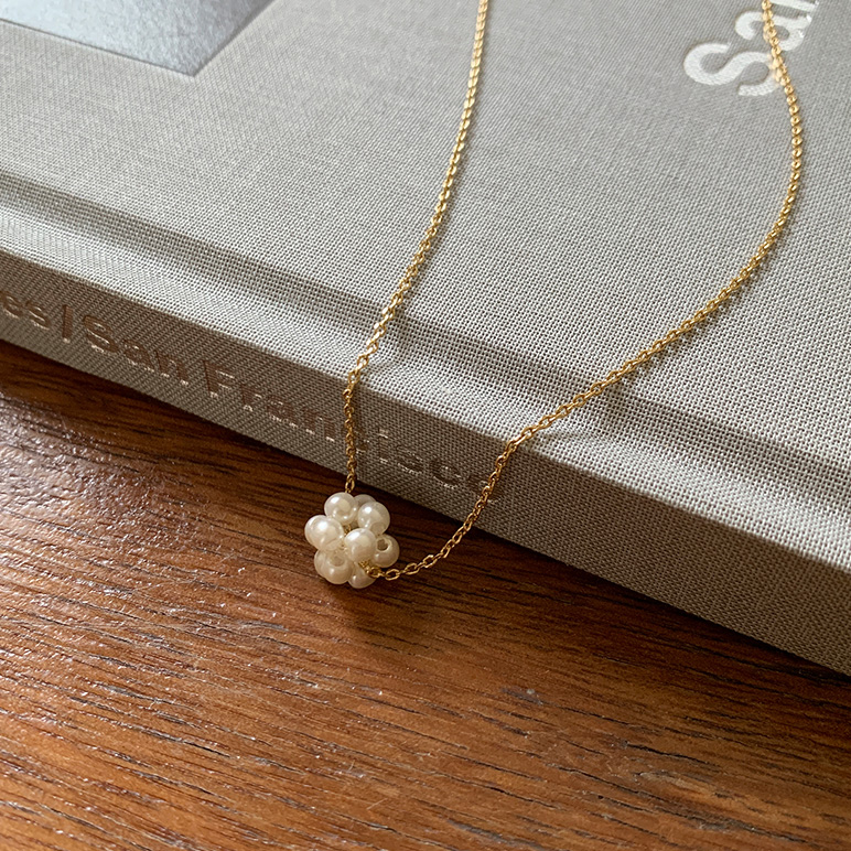 Peal flower necklace