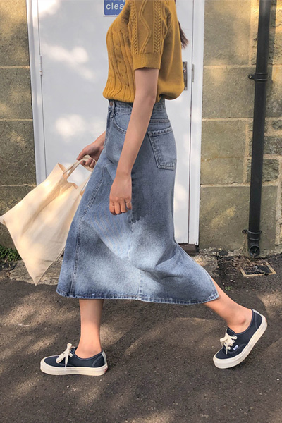 Casual denim skirt