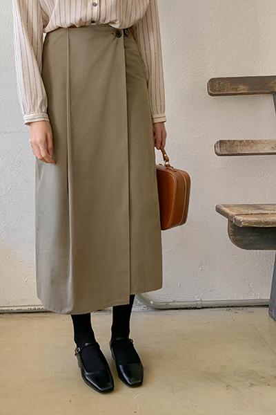 Pintuck button skirt