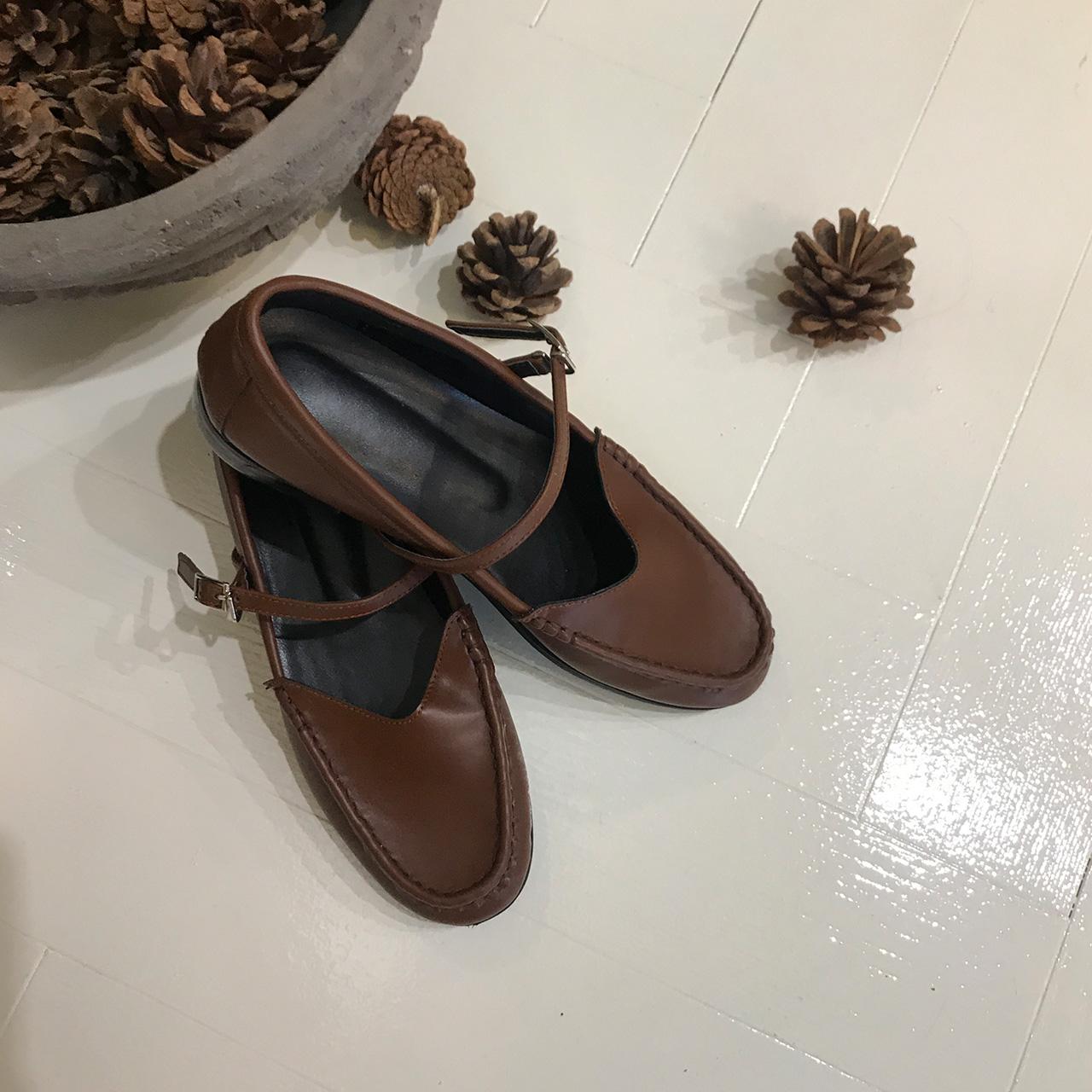 Classic strap shoes
