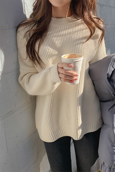 Round neck cream knit