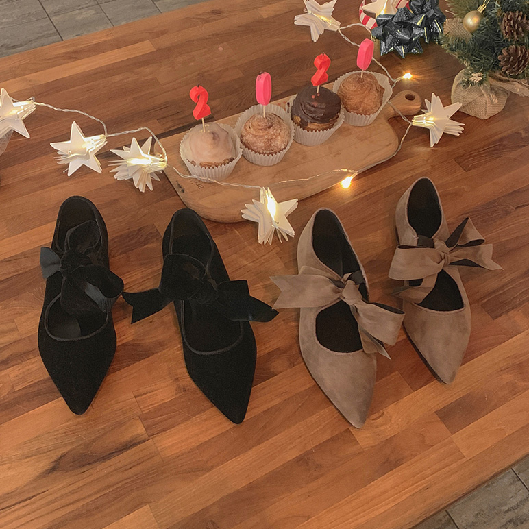Suede ribbon shoes