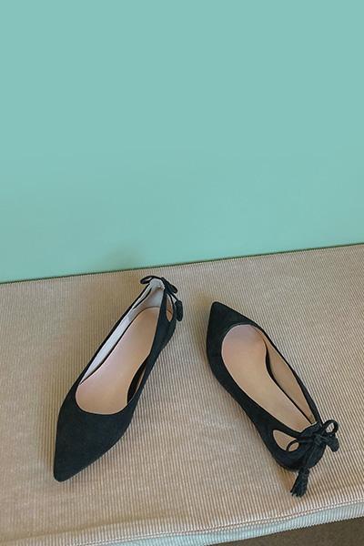 Minimal ribbon flat shoes