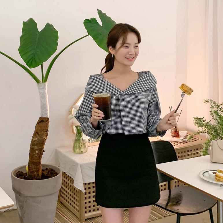 check shoulder blouse