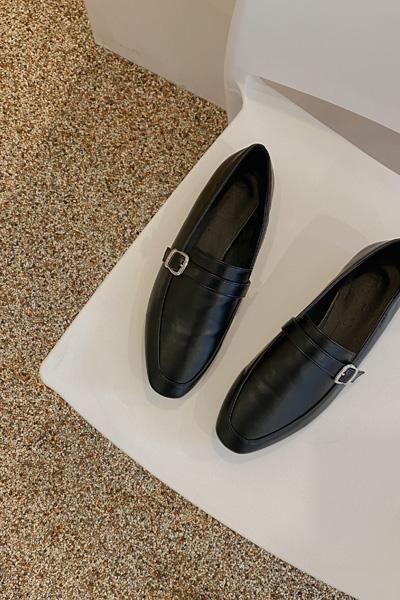 Slim simple loafer