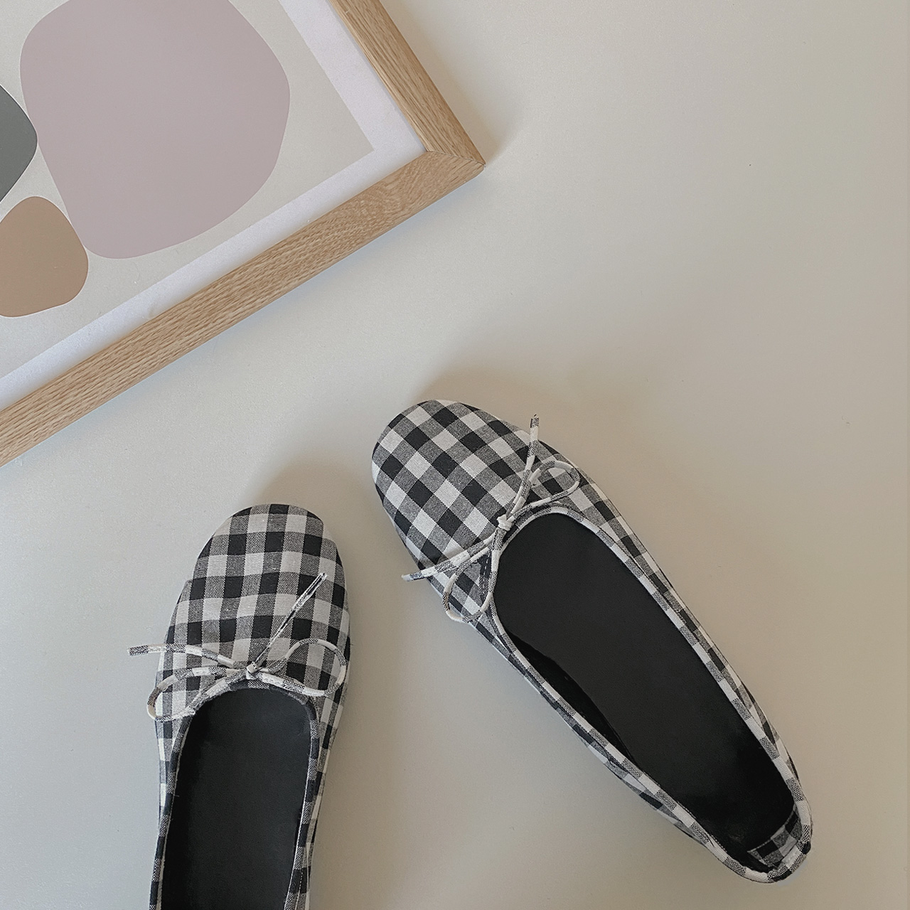 Simple check flat shoes