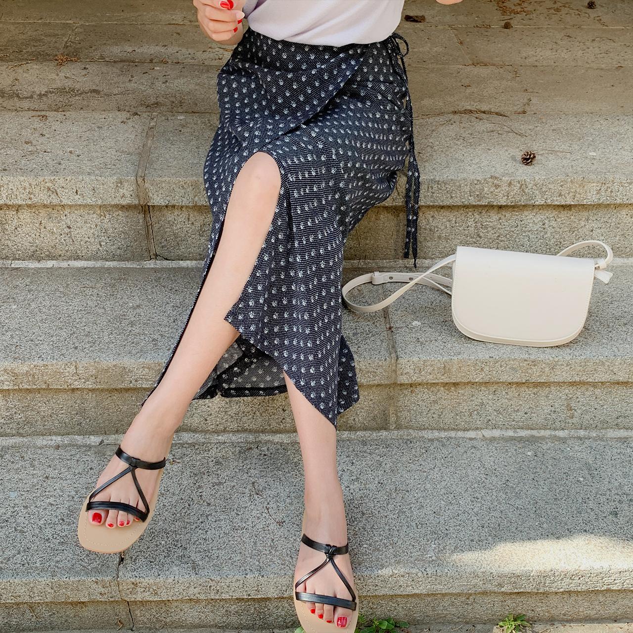 Peak lap skirt