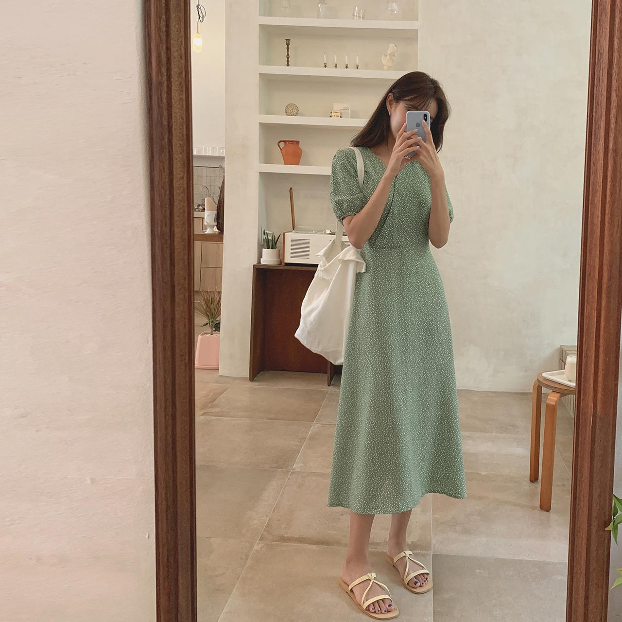 Lisa V-neck Flower Dress