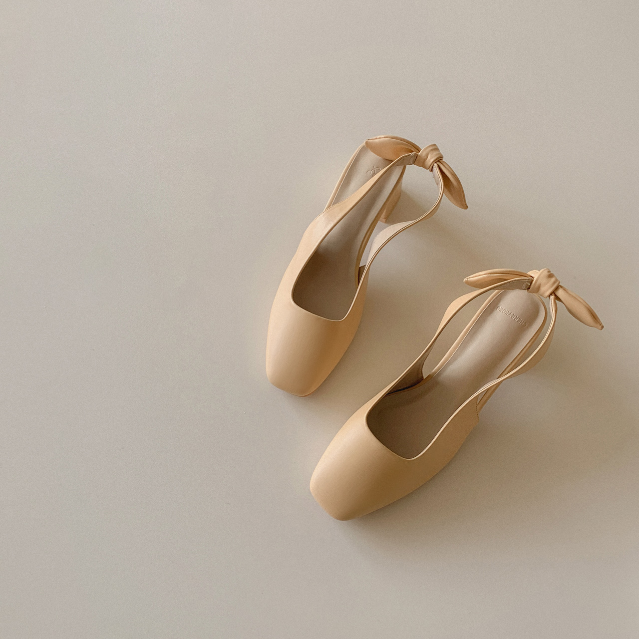 Ribbon middle heel