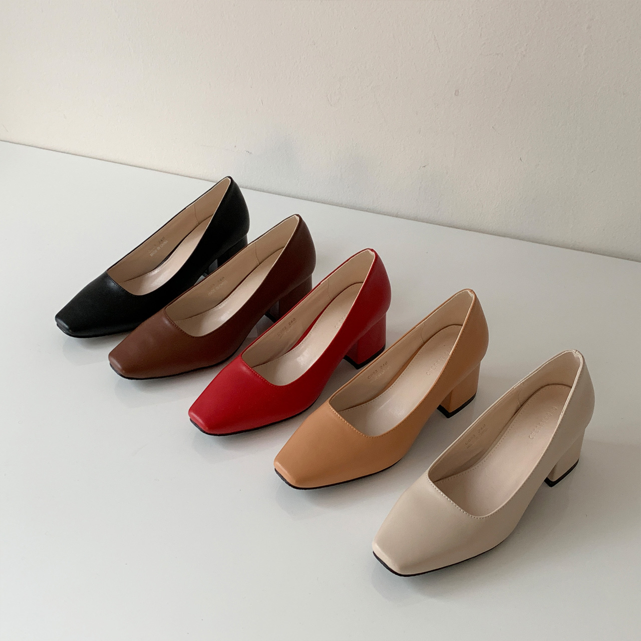 Basic Middle heel shoes